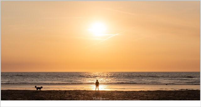 Zonsondergang bij Katwijk aan Zee wachten op de zeevonk