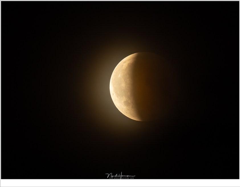 Steeds meer van de maanschijf komt in het zonlicht (1120mm (800mm + 1,4TC)   ISO800   f/8   1/8sec)