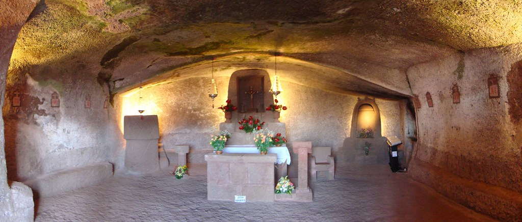 Ermita de la Cuevita interior Artenara isla de Gran Canaria