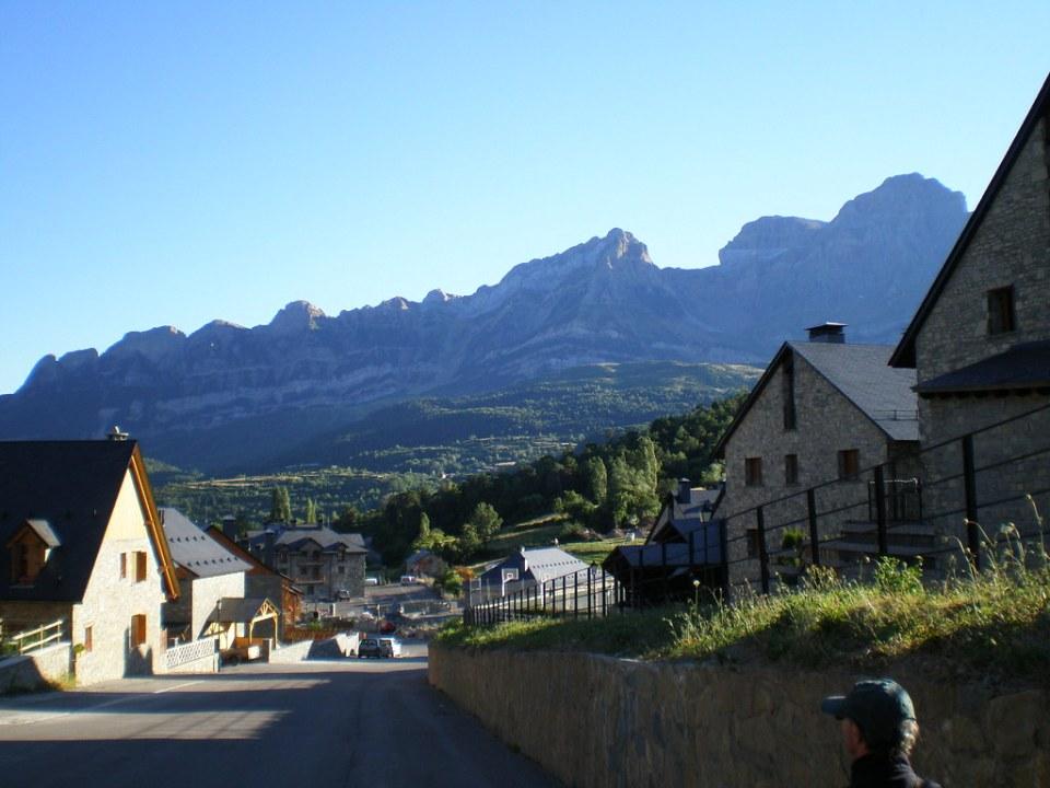 Vista Tramacastilla de Tena Pirineo Aragones Huesca 03