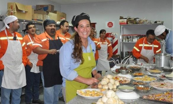 54 empleados de Minera Alumbrera se recibieron de técnicos en Gastronomía