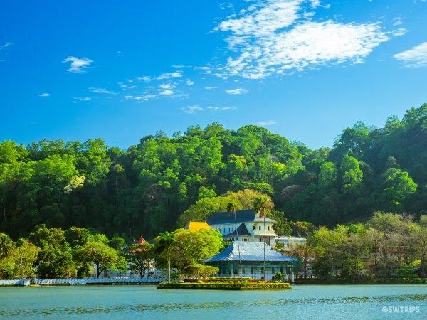 Sri Dalada Maligawa - Kandy, Sri Lanka.jpg