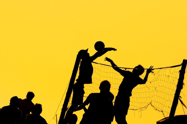 bola voli | In getting silhouettes of a volleyball game ...