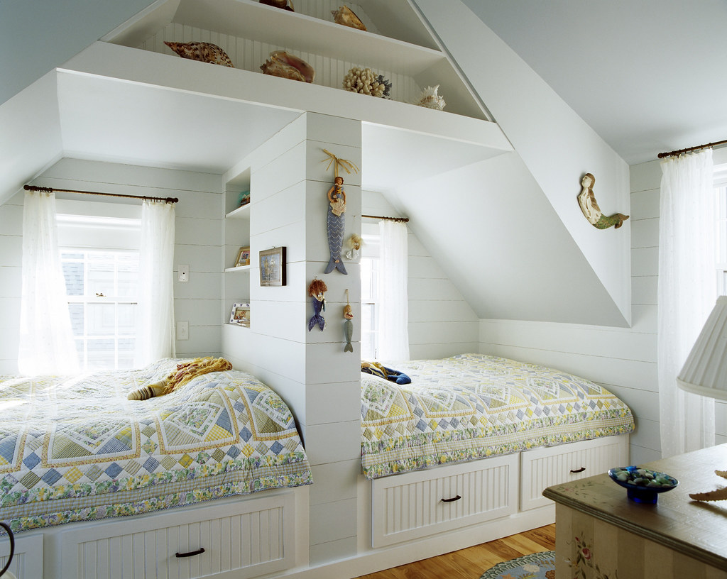 Girls Bedroom | This bedroom is shared by two sisters who ... on Beautiful:9Ekmjwucuyu= Girls Room Decoration  id=83544
