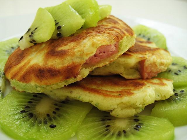 """""""pancakes"""" ai wurstel e kiwi"""