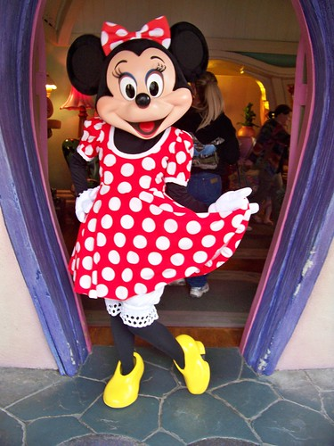 Minnie Mouse Poses At Her House In Mickeys Toontown Flickr