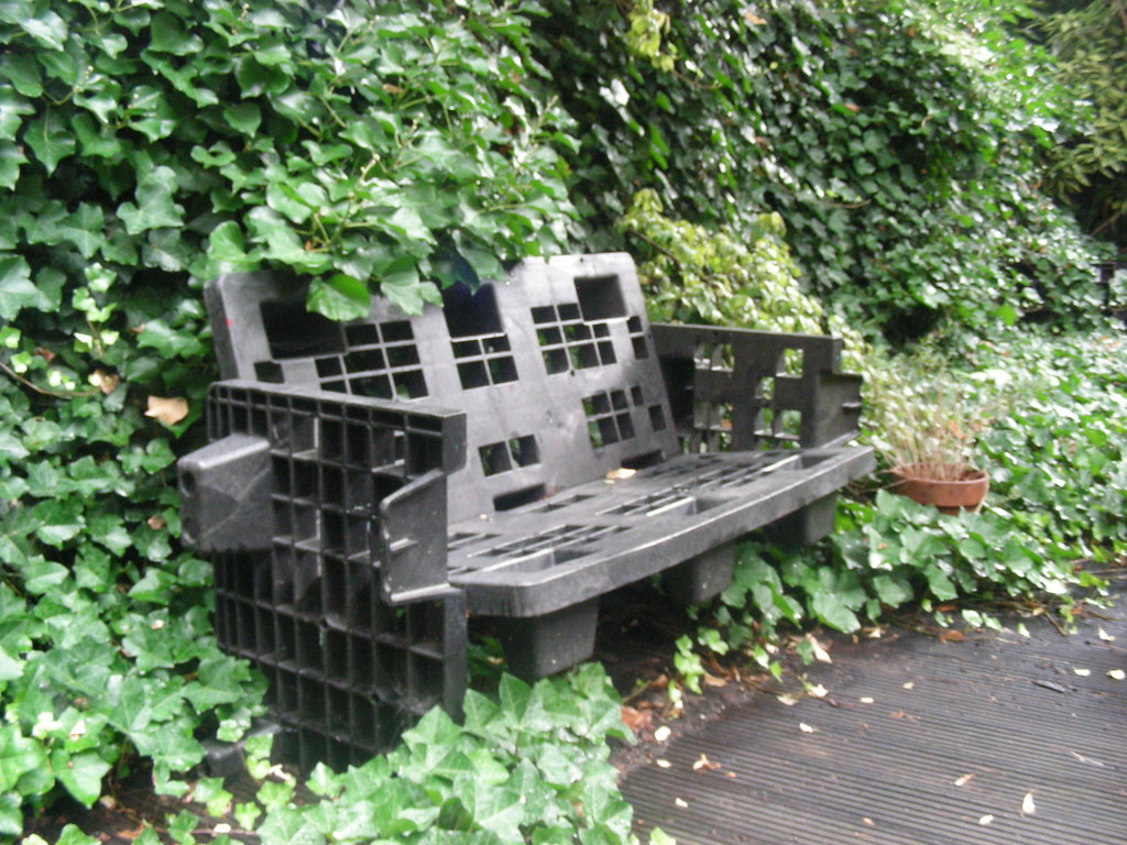 Recycled Garden Furniture I Found This Nice Former Pallet Flickr