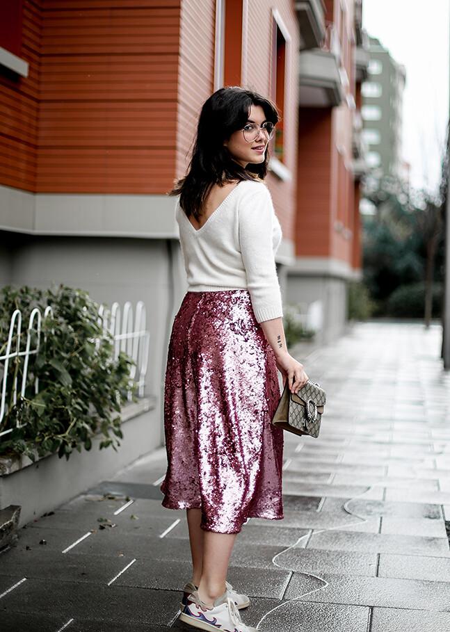 falda-lentejuelas-rosa-midi-isabel-marant-sneakers-farfetch-myblueberrynightsblog10