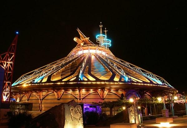 Space Mountain: Mission 2 | This dome houses Paris ...