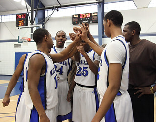 Men's Basketball pregame huddle | Men's basketball ...