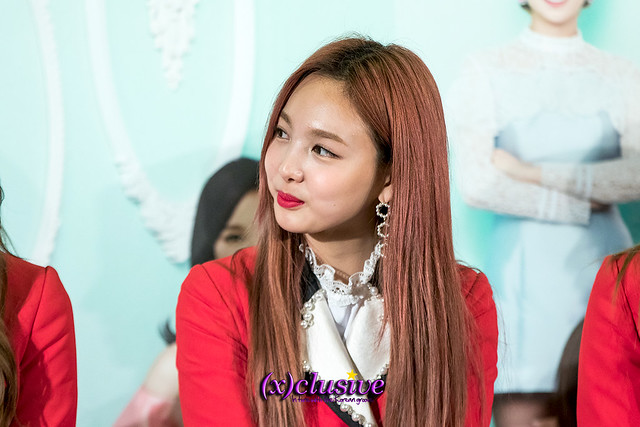 twice-nayeon-sgxclusive-2