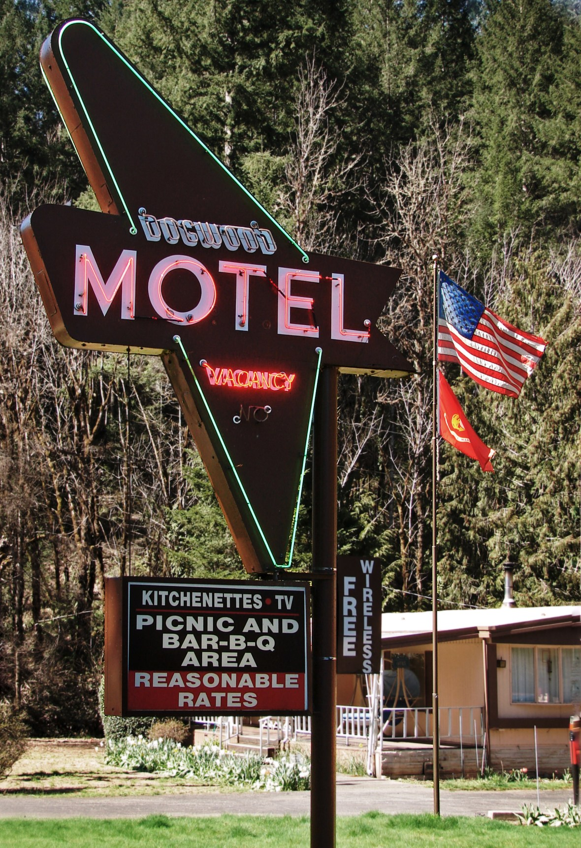 Dogwood Motel - 28866 North Umpqua Highway, Idleyld Park, Oregon U.S.A. - March 31, 2017
