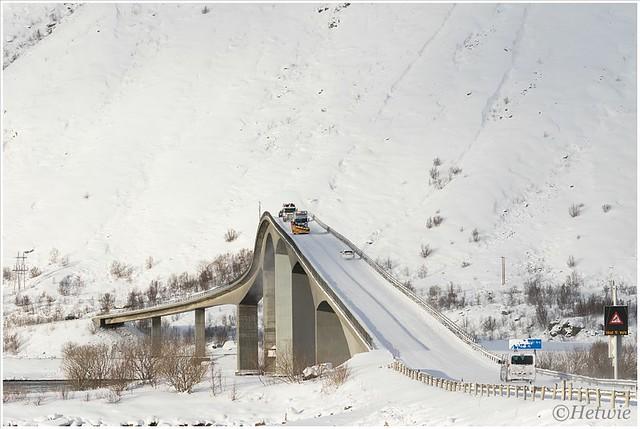 Sneeuwruimer op de Gimsøystraumen bru