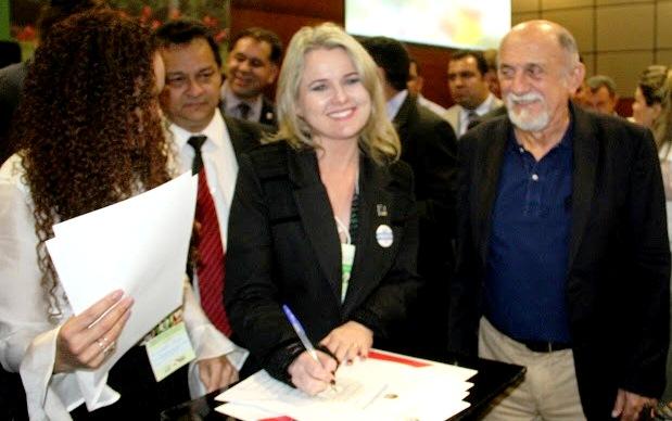 Prefeita de Placas assina termo de adesão ao projeto Pará Sustentável, Raquel - Pará Sustentável