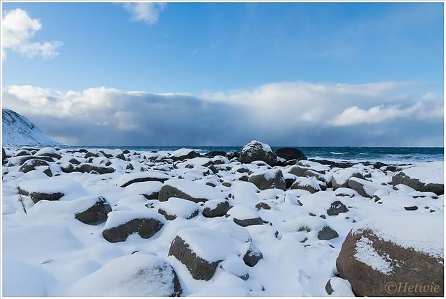 Rotsachtige strand van Eggum