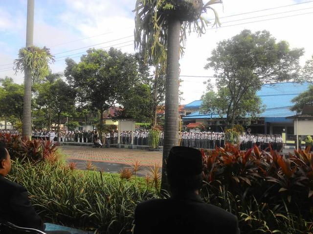 Suasana upacara Hari Pendidikan Nasional di Halaman Pemkab Tulungagung (2/5)