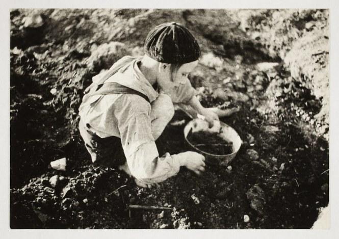 holocaust-lodz-ghetto-photography-henryk-ross-15-58e205e61132d__880