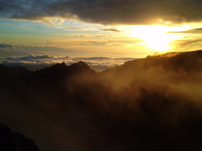 sunrise from low's peak on mount kinabalu