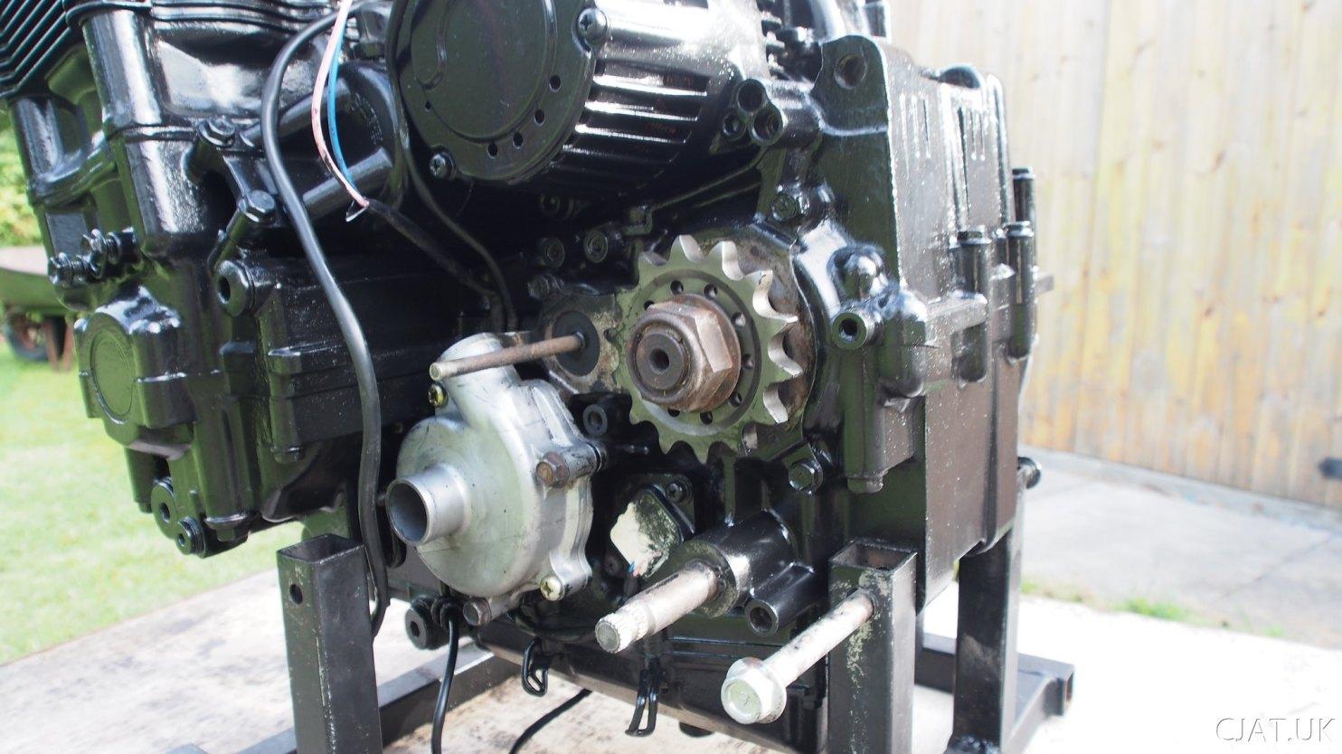 Suzuki RF900 engine with new waterpump and renthal front sprocket.