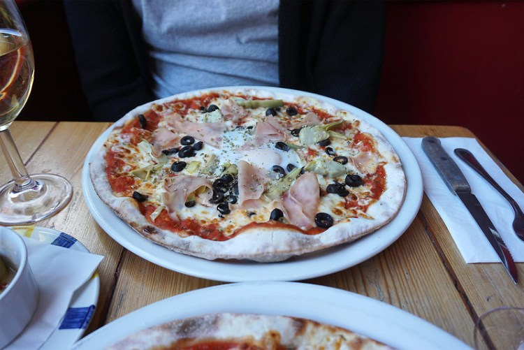 Gluten free stone baked pizza from Stingray Cafe in Tuffnell Park | gluten free Holloway & Finsbury Park guide | North London