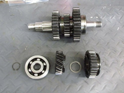 Output Shaft After Removing Front Circlip, Bearing, 5th Gear, Washer and 3rd Gear