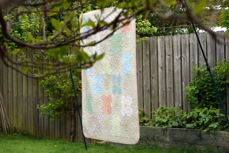 Ditsy Daisy Quilt (Popular Patchwork May17)