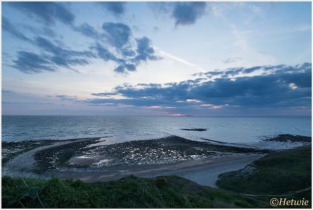 De patronen op het strand bij zonsondergang