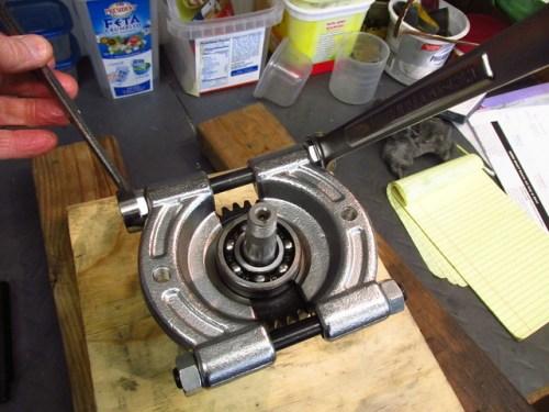 Tightening Puller Plate Bolts