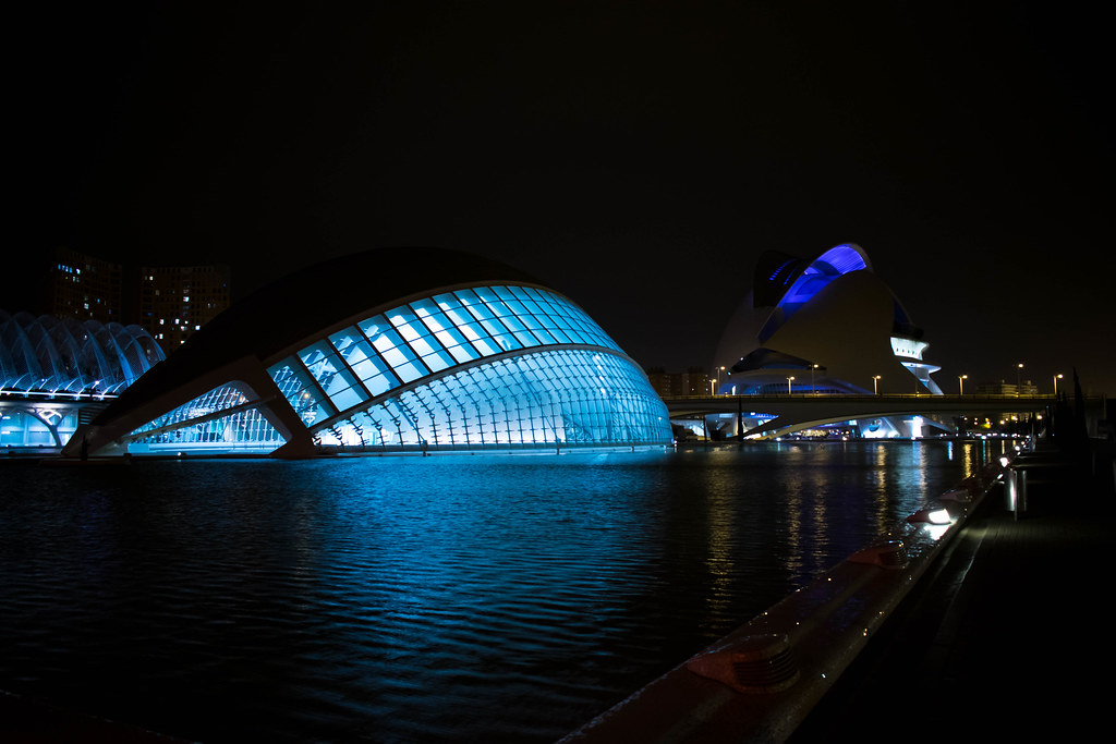Nightwalk to the City of Arts and Sciences (Valencia) - Spain / Paseo hacia la ciudad de las artes y las ciencias