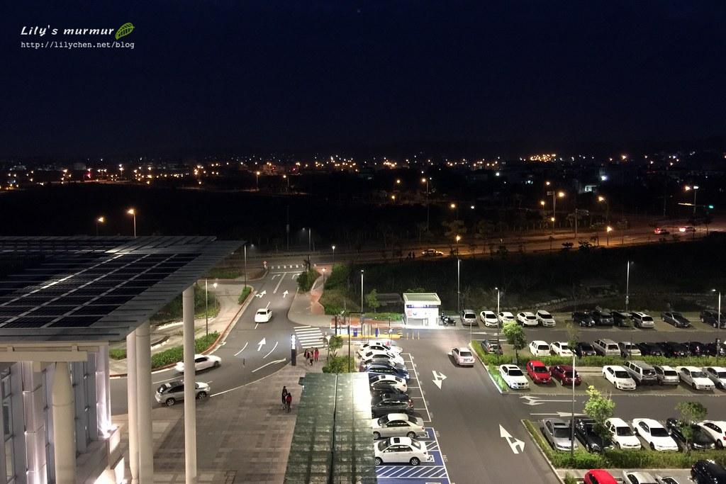 晚上的高鐵苗栗站週遭,有種安寧感。