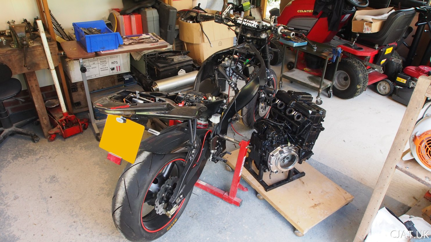 Suzuki RF900 StreetFighter engine reinstall