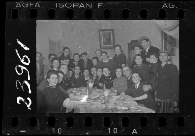 holocaust-lodz-ghetto-photography-henryk-ross-10-58e205d704388__880