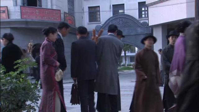 旗袍のスリット : ガオ・シーシー『新・上海グランド』(高希希『新上海灘』, Gao Xixi, Shang Hai Bund) (c) 北京天中映画文化芸術有限公司