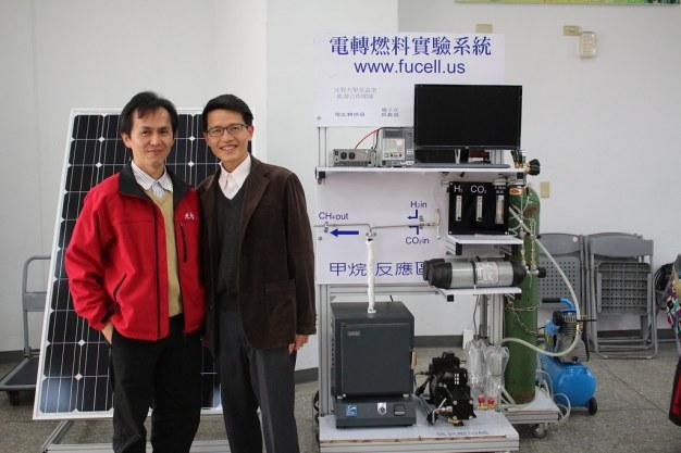 鐘國濱教授(左)與燃料電池中心副主任沈家傑(右)合影