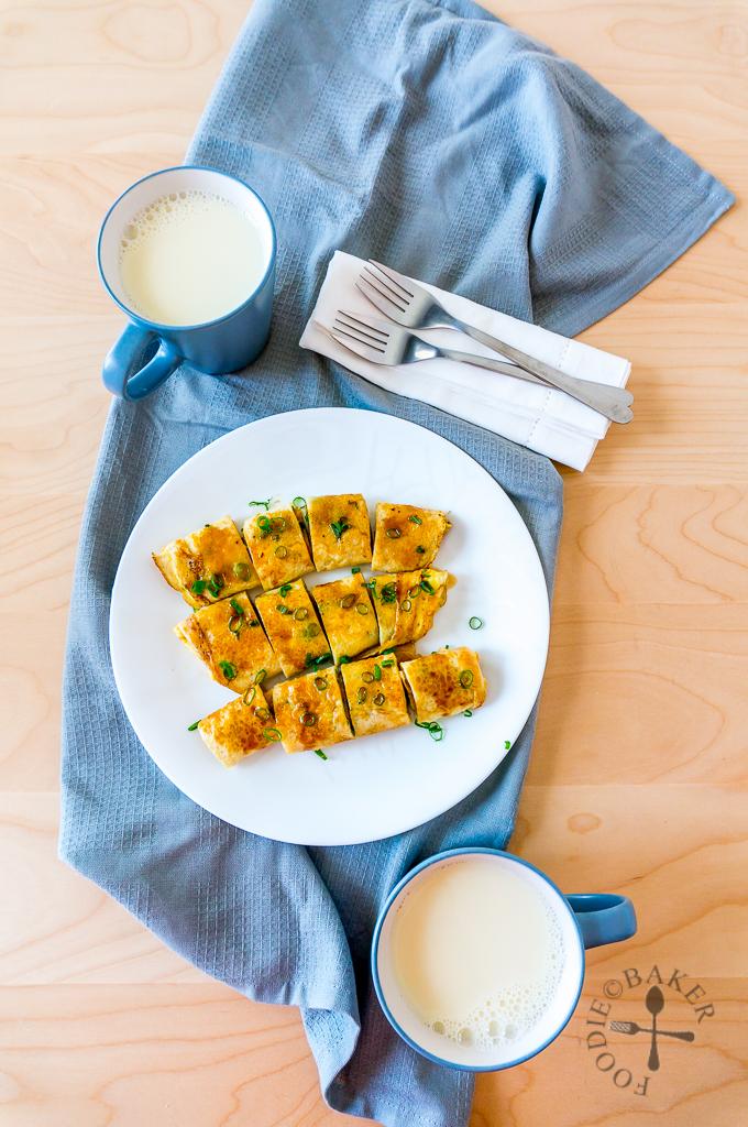蛋餅 Dan Bing (Taiwanese Egg Crepe Roll)