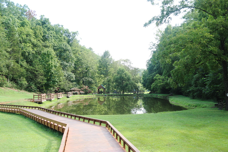 sevierville-tennessee-pond