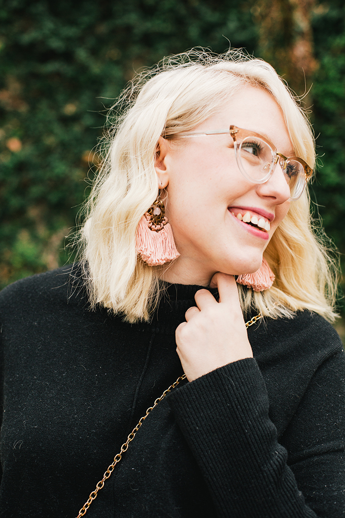 austin style blogger black turtleneck black midi skirt13