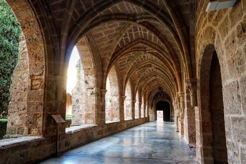 Claustro, monasterio de Piedra