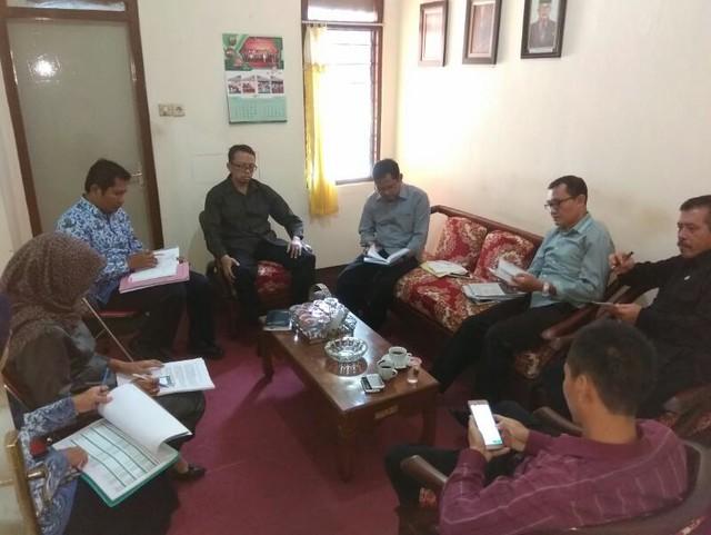 Suasana Rapat Pleno KPU Kabupaten Tulungagung (17/4)