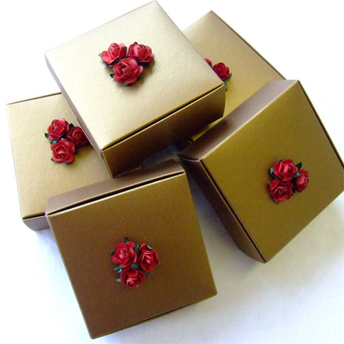 Antique Gold Tarte Box with Red Roses   These Tarte boxes fr      Flickr     Antique Gold Tarte Box with Red Roses   by Wedding Paraphernalia