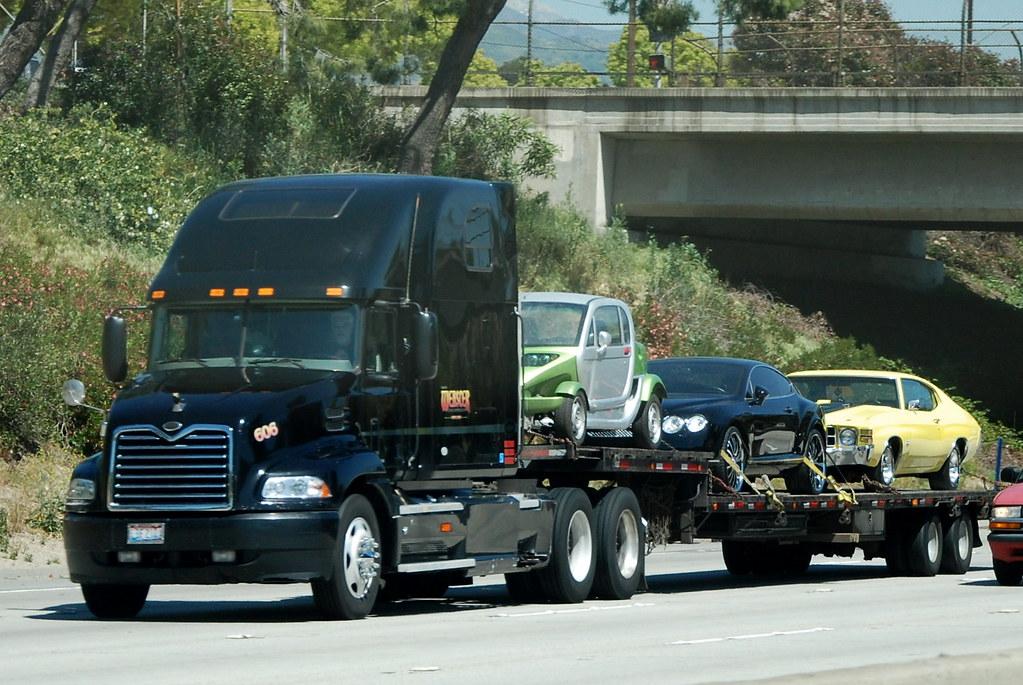Mack Big Rig Lowboy Truck With Automobiles 18 Wheeler