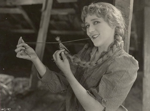 This is What Mary Pickford Looked Like  in 1926