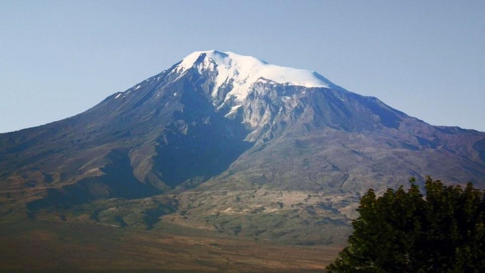 Monte Ararat vista desde Armenia 02