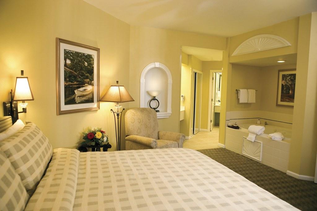Villa Master Bedroom Ltoward Tub Caribe Royale Orlando Sui