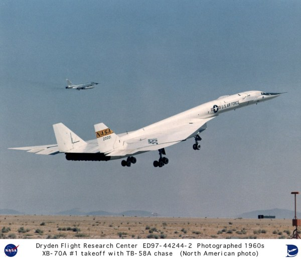 XB-70A #1 liftoff with TB-58A chase aircraft | Description ...