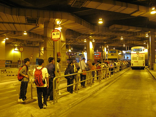鑽石山站公共運輸交匯處的九巴96R巴士人龍 | Martin Ng | Flickr