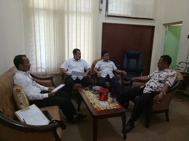 KPU Tulungagung saat berkoordinasi dengan Dispendukcapil Kabupaten Tulungagung (4/5)