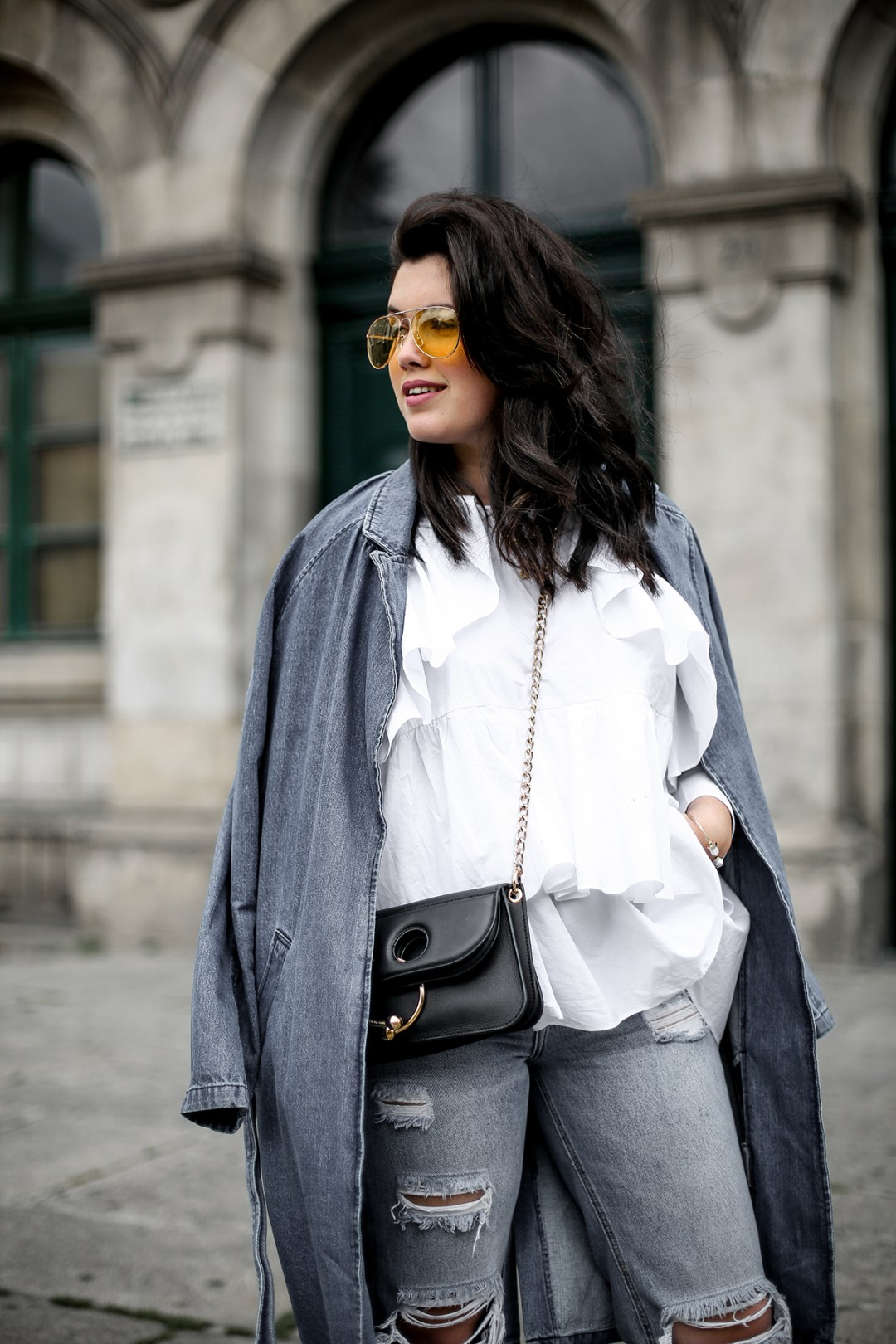 trench-denim-ripped-jeans-ruffle-blouse-zara-streetstyle14