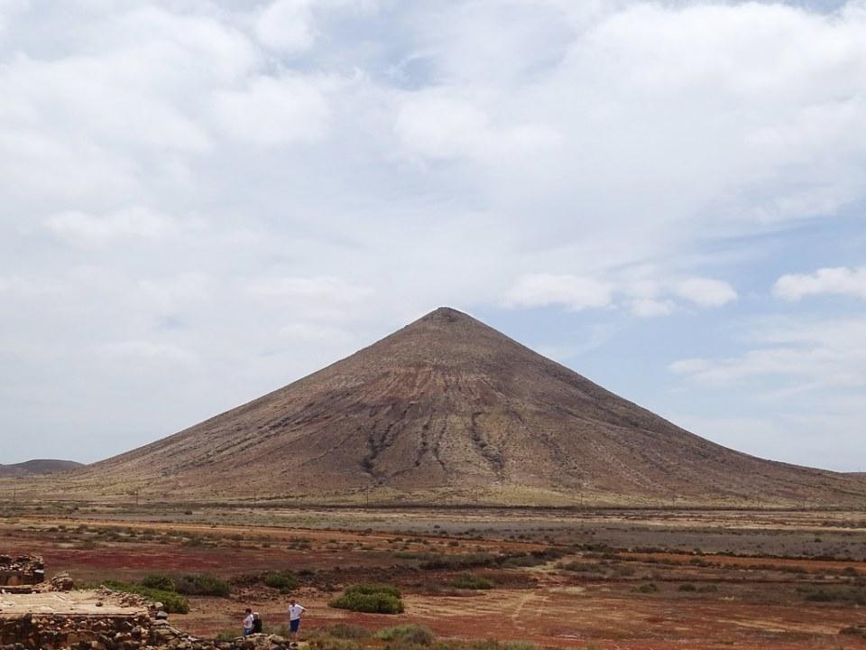 Montaña del Fronton Casa de los Coroneles La Oliva Isla de Fuerteventura