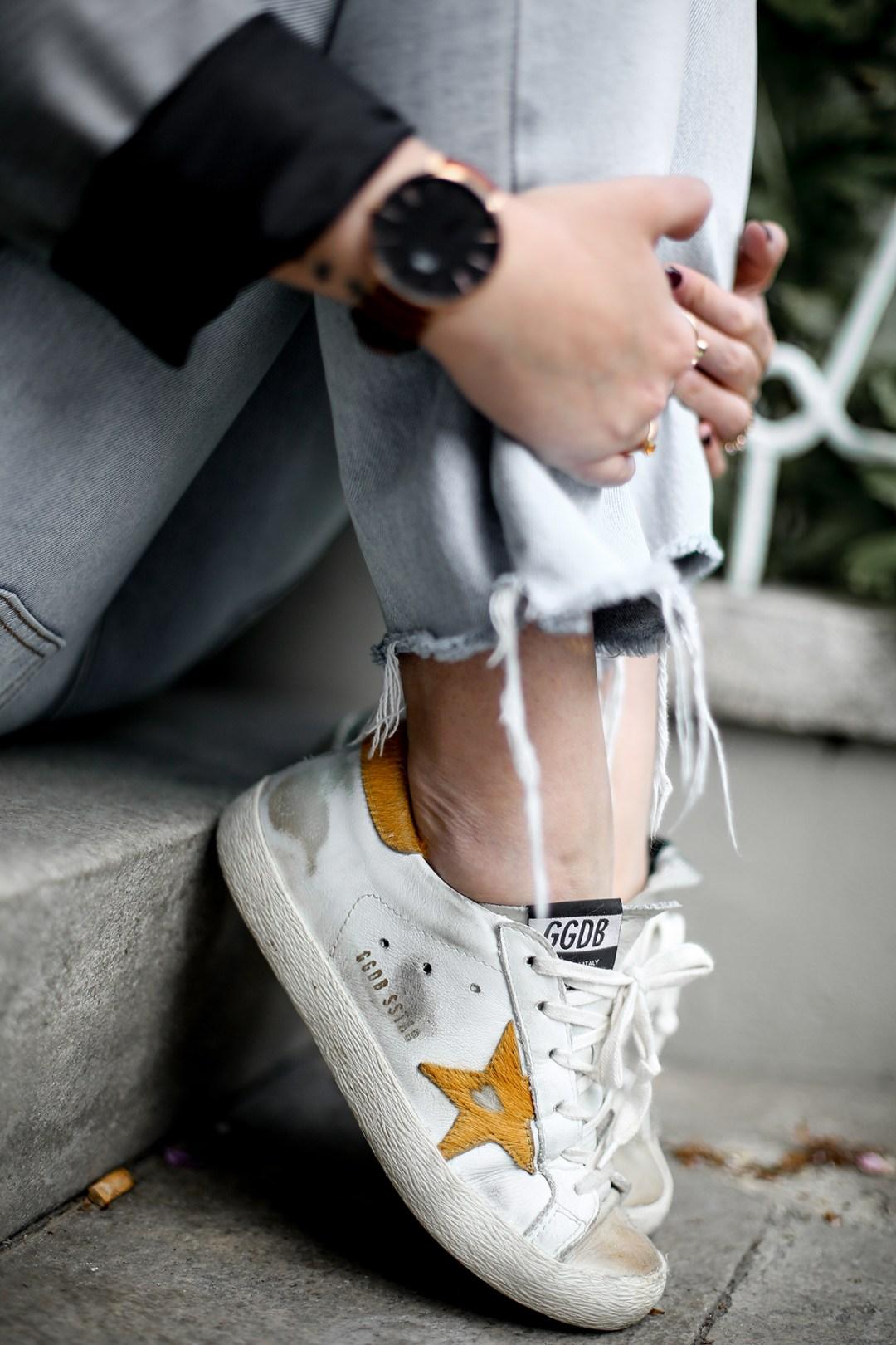 look-blazer-gris-levis-501-golden-goose-sneakers-myblueberrynightsblog10